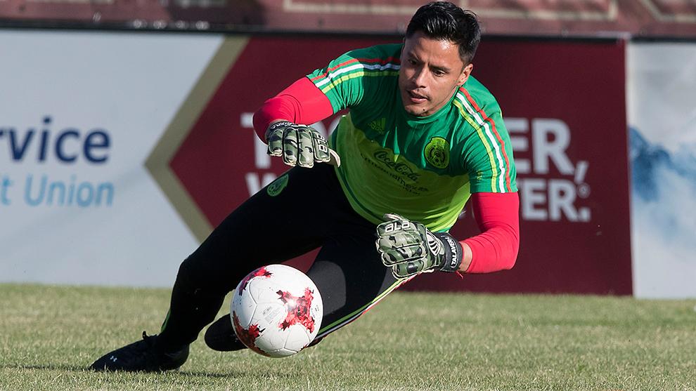 Alfredo Talavera durante un entrenamiento con la selección mexicana.
