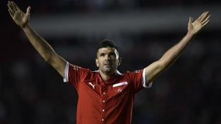 Emmanuel Gigliotti celebra su gol con Independiente.