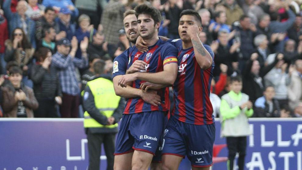 Melero, Cucho y Pulido celebran un gol.