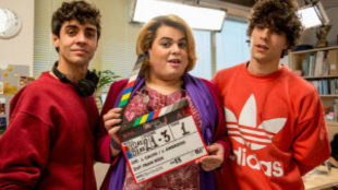 'Paquita Salas' con sus directores, los Javis (Javier...