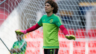 Memo Ochoa durante un entrenamiento de la selección mexicana.