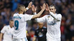 Benzema y Bale celebran un gol del galés en Liga