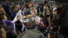 La UEFA no permitirá que los familiares salten al césped en la celebración
