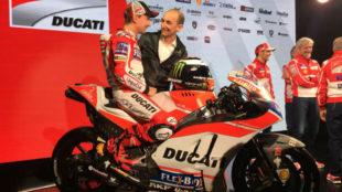 Domenicali, junto a Lorenzo en su presentación como piloto en 2017.
