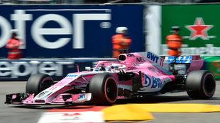 Sergio 'Checo' Pérez, a los manos de su Force India en...