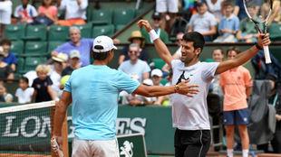 Nadal se abraza a Djokovic