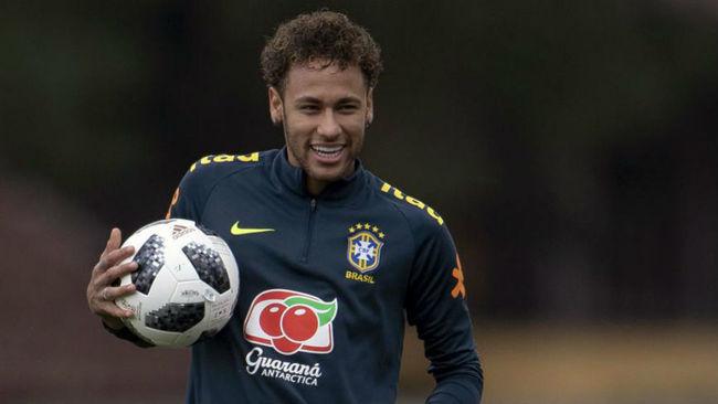 Neymar en la concentración de Brasil