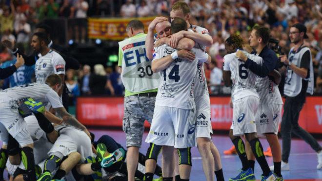 Los jugadores del Montpellier celebran su clasificación para la...