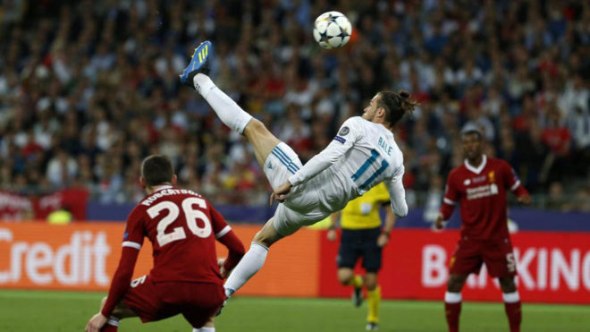 Gareth Bale scores the 2-1 lead during the UEFA Champions League final