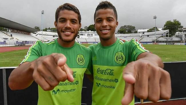 Jonathan y Giovani, en un entrenamiento de la selección mexicana