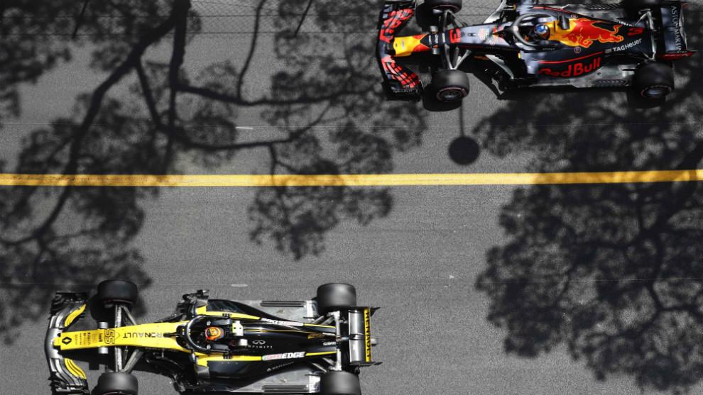 Carlos Sainz (Renault), delante de Daniel Ricciardo (Red Bull)