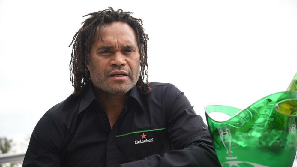 Karembeu, embajador de Heineken, atiende a MARCA en Atenas.
