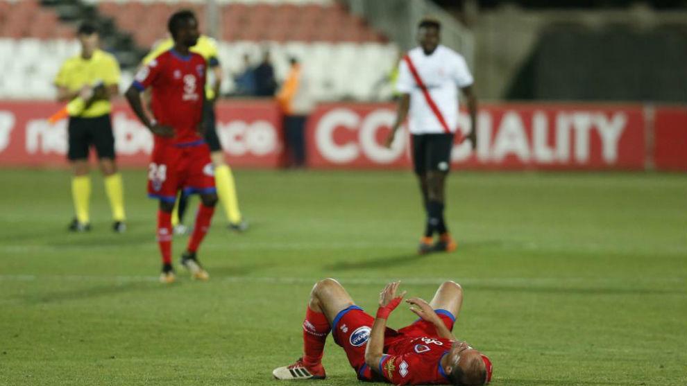 Los jugadores del Numancia, hundidos tras perder en Sevilla