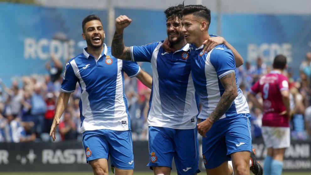 Machón, Pipa y Cristo celebran un gol en el encuentro del domingo.