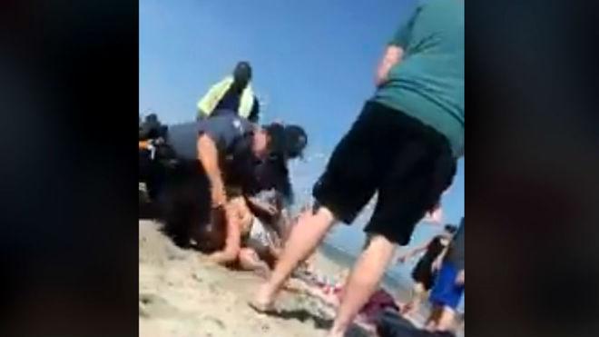 Policía golpea brutalmente a una bañista en playa de Nueva Jersey — Facebook