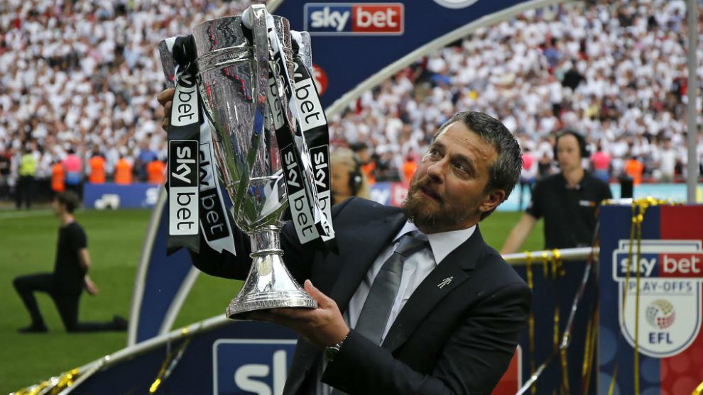 Jokanovic levanta la Copa que acredita al Fulham como ganador del...