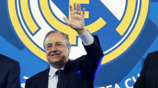 Florentino Pérez saluda tras conquistar la Decimotercera en Kiev