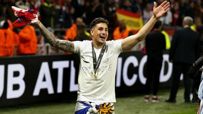 José María Giménez celebra la conquista de la Europa League