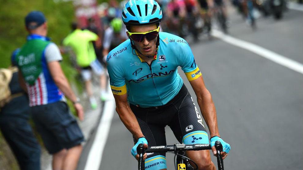 Pello Bilbao (28), por delante del pelotón en la 18ª etapa del Giro...