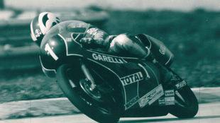 Nieto, con el dorsal 1, en su moto Garelli.