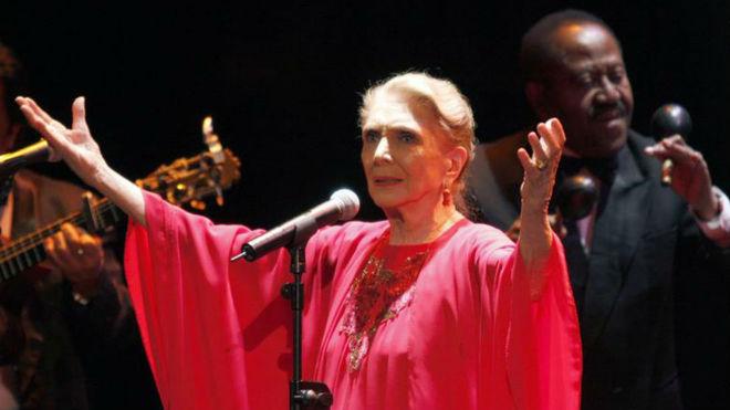 Muere María Dolores Pradera, 'La gran señora de la canción'
