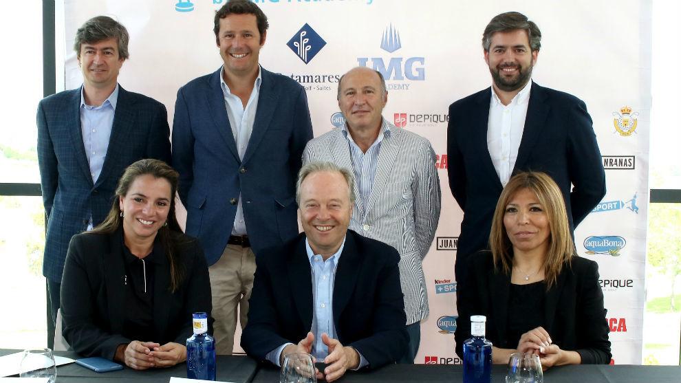 Foto de familia de la presentación del torneo.