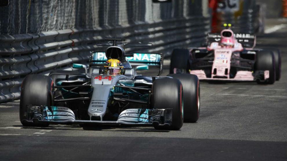 Hamilton y Ocon en un gran premio de la pasada temporada.