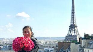 Garbiñe, en una terraza con vistas a la Torre Eiffel