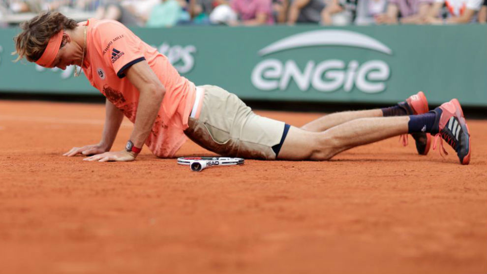 Zverev se levanta del suelo