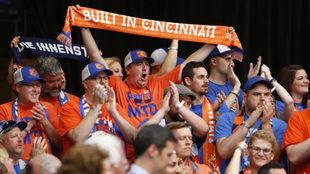 La afición de Cincinnati celebra la presencia de un equipo de la MLS...