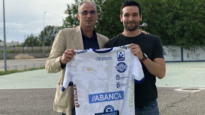 José Mario Carrillo, con el entrenador Rafael Guijosa