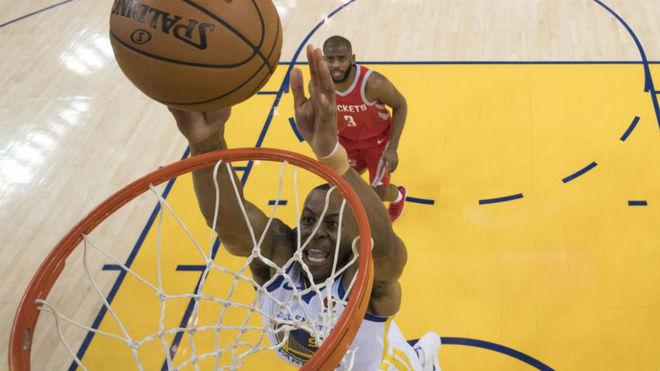 LeBron James se enojó por las preguntas sobre JR Smith