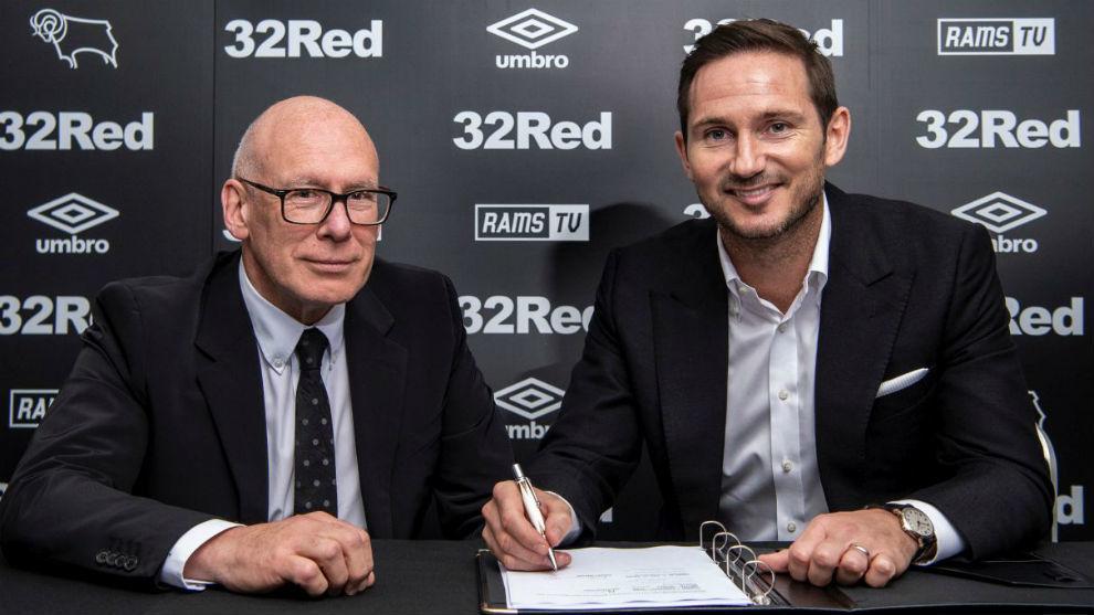 Lampard en la firma de su contrato