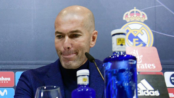 Zinedine Zidane gives a press conference to announce his resignation...