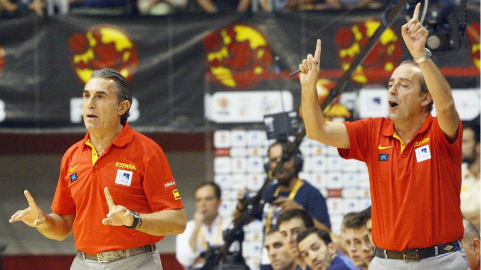 Sergio Scariolo y Txus Vidorreta, en un partido de la selección.