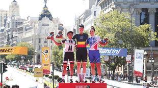 Jolien D'Hoore, Coryn Rivera y Roxane Fournier, en el podio de la...