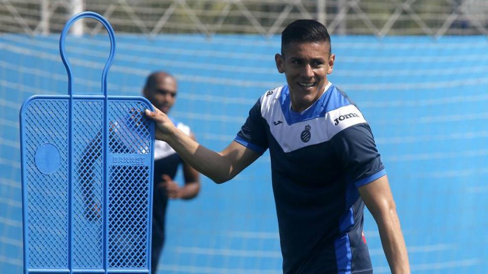 Óscar Duarte se entrena en la Ciudad Deportiva.