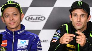 Zarco habla ante Rossi.
