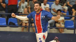 Natan Suárez celebra un gol con el Agustinos Alicante