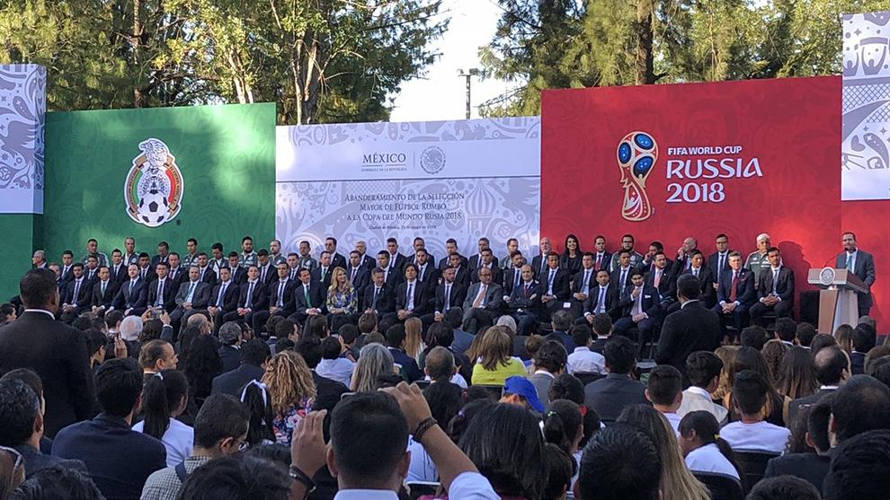 Mundial 2018 Rusia  Peña Nieto abandera a la selección de México ... 848d1440c640e