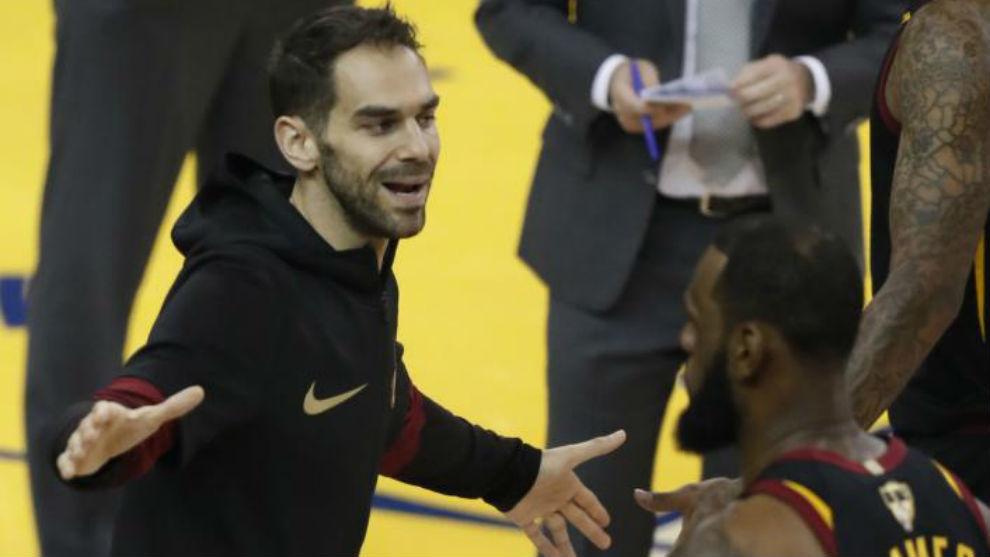 El insólito error de Smith que desató la bronca de LeBron — NBA