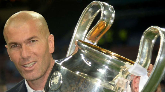 Zinedine Zidane lifts the trophy after Real Madrid won the Champions...