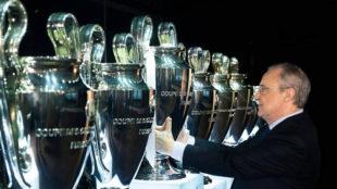 Florentino Pérez coloca la Decimotercera en el Bernabéu.