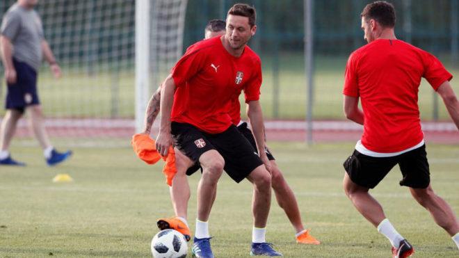 Matic, entrenando con Serbia.