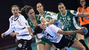 Mireya González, en una acción defensiva durante la final de la...