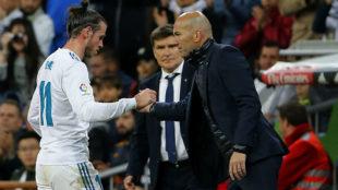 Zidane saluda a Bale tras sustituirlo en un partido ante el Celta.