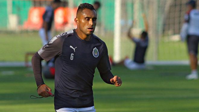 Edwin Hernández durante un entrenamiento de Chivas