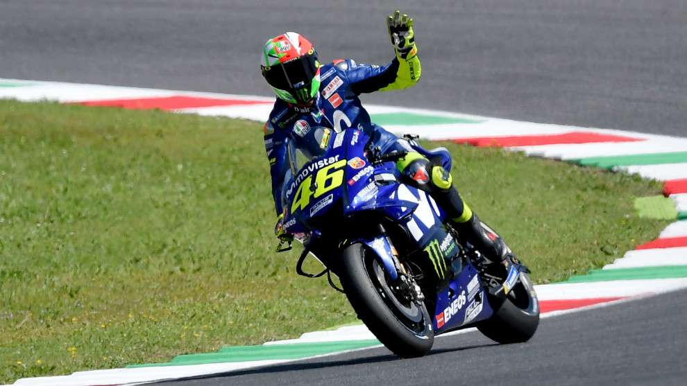 Motogp Rossi Takes Pole In Italy As Marquez Suffers Marca In English