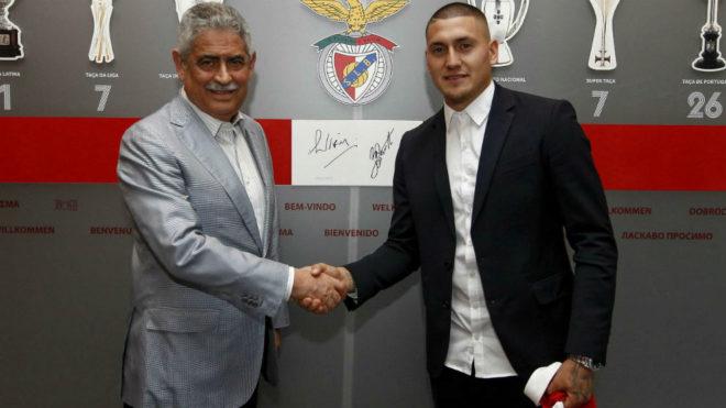 Benfica da la bienvenida al delantero chileno Nicolás Castillo