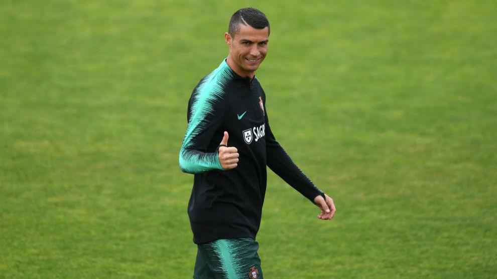 Cristiano con un pie fuera del Real Madrid